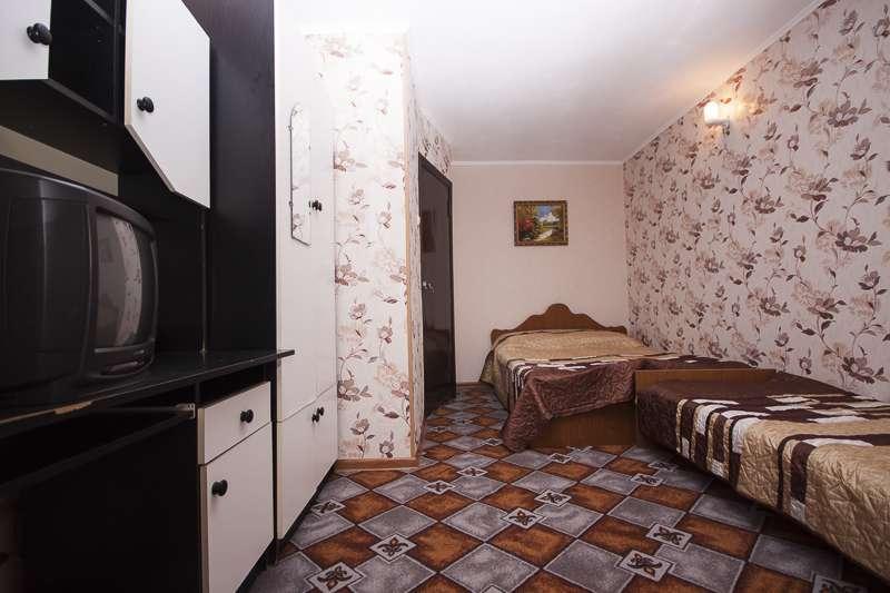 """3-4-х местные номера """"Полулюкс"""" с кухней (2 этаж)"""
