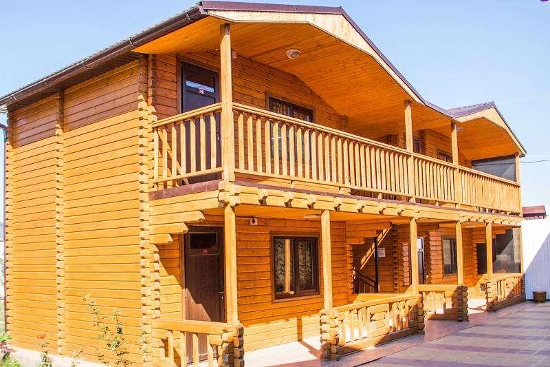 Двухэтажных деревянных коттеджей