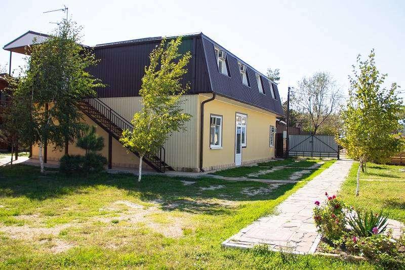 Двухэтажный летний домик