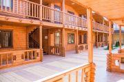 Двухэтажных деревянных коттеджей - фото