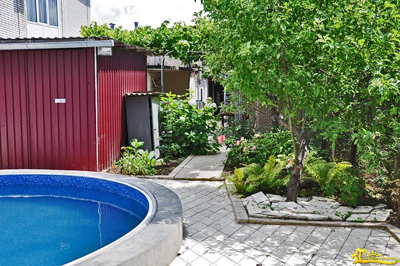 Гостевой дом «Зеленый дворик с бассейном»