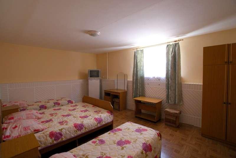 3 местные комнаты: