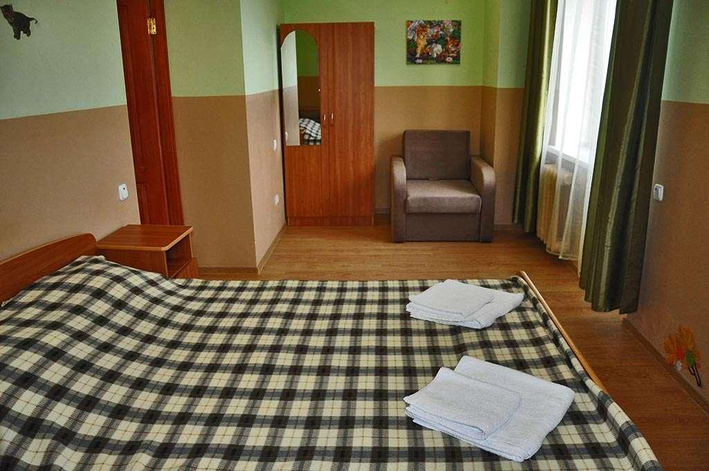 """2-х комнатный 4-х местный номер """"Семейный"""" (комнаты смежные)"""