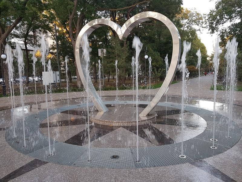 ВАнапе заработал чудесный фонтан «Сердце влюбленных» фото