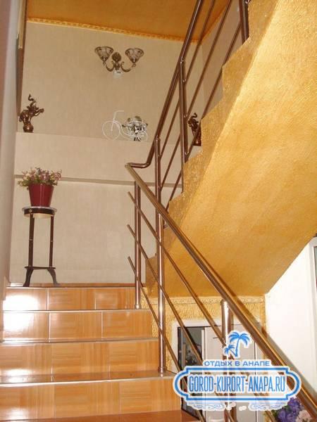 Лестницы в гостевом доме на 40 Лет Победы