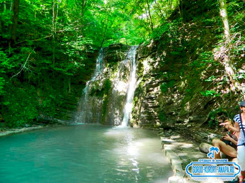 симпатичный водопад