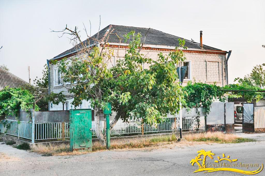 Продаю 2-х этажный Дом 200 кв.м. + 60 кв.м - летняя кухня в Рассвете