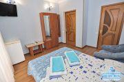 2-х комнатный домик с кухней (на 2-5 мест)