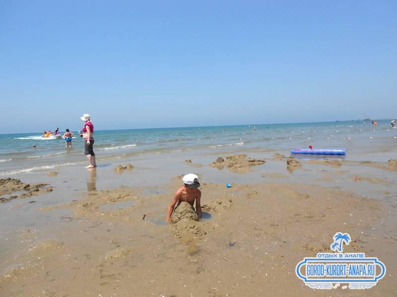 Последний день решили возводить замки на песке